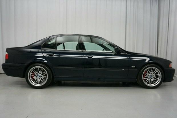 «Заряженный» BMW M5 2001 года выпуска c минимальным пробегом выставили на продажу