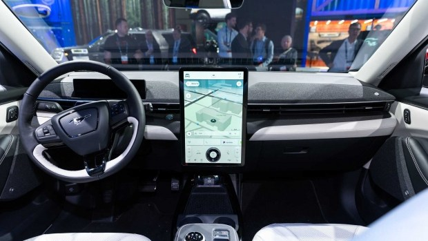 Ford Mustang Mach-E поделится технологиями с электро-минивэном Transit