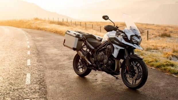 Компания Triumph представила две новые версии Triumph 1200 Tiger 2020 Desert / Alpine