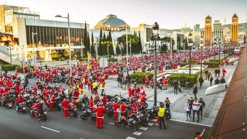 Тысячи Санта-Клаусов проехали на мото-оленях