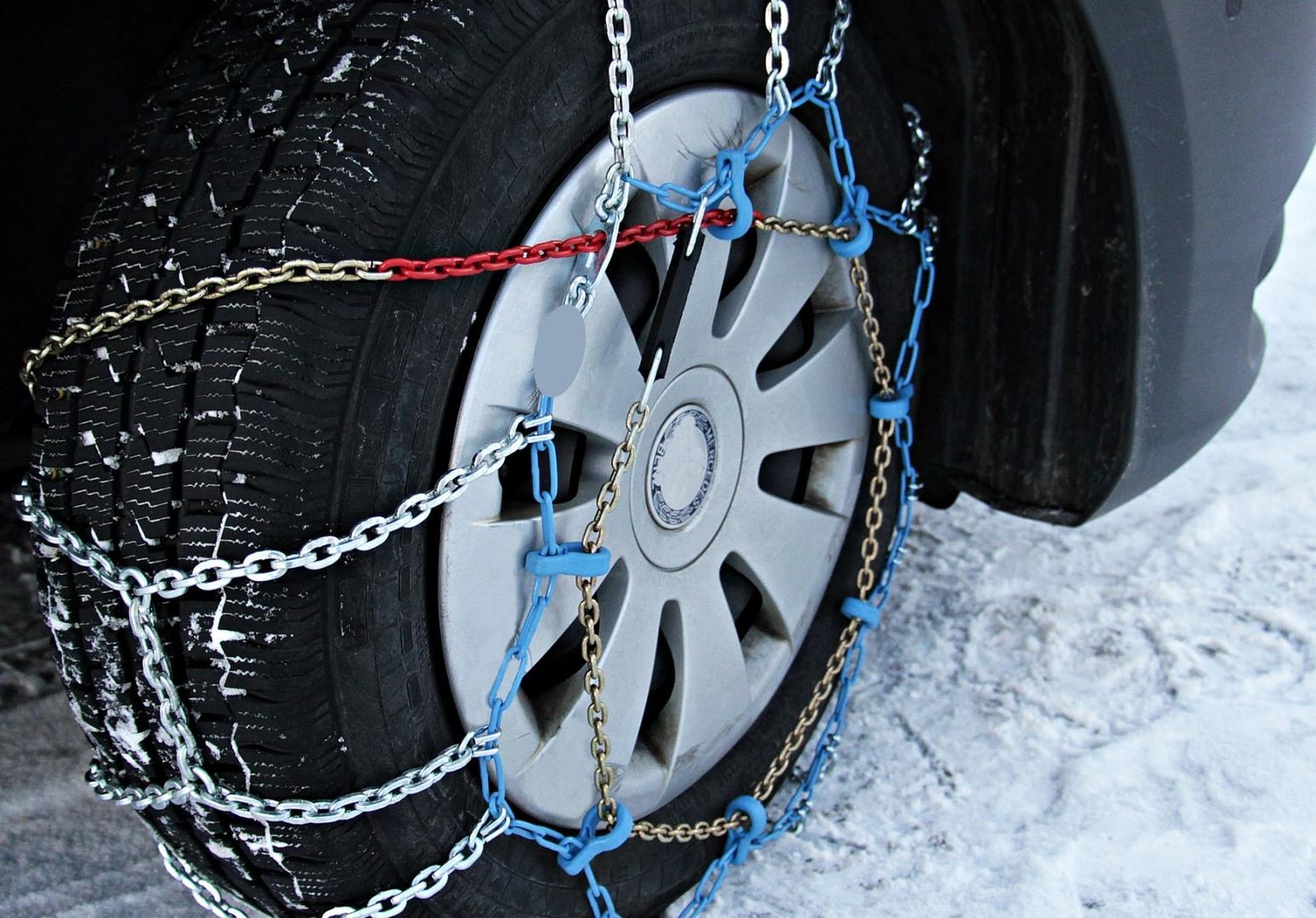 Вызволяем автомобиль из глубокого снега