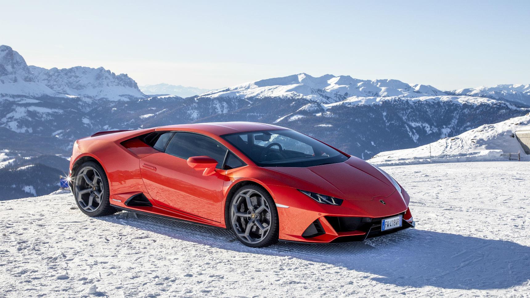 Суперкары Lamborghini отправились в рождественский пробег