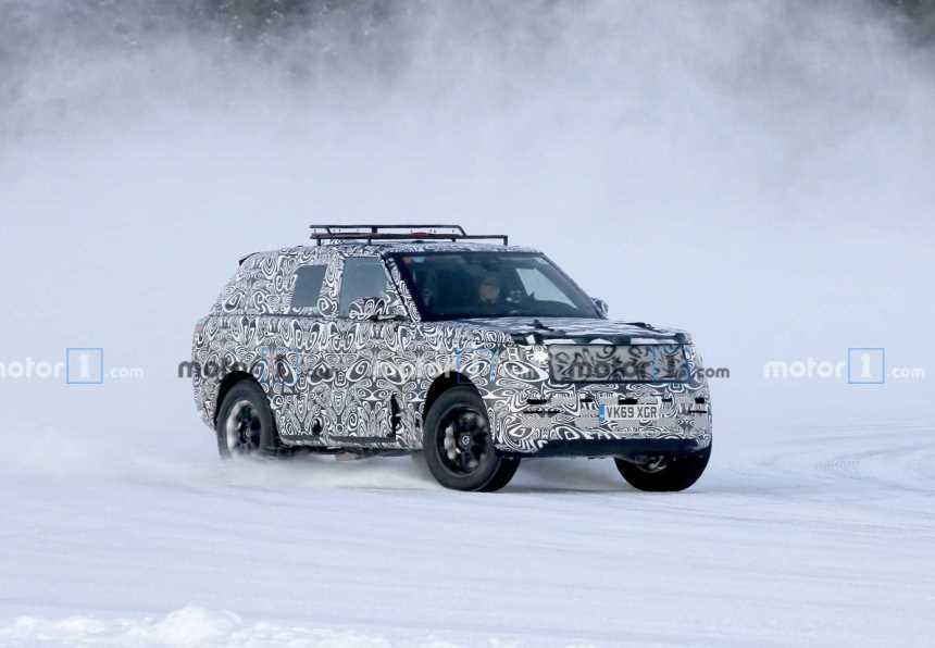 Land Rover засветил новый Range Rover Sport на зимних тестах