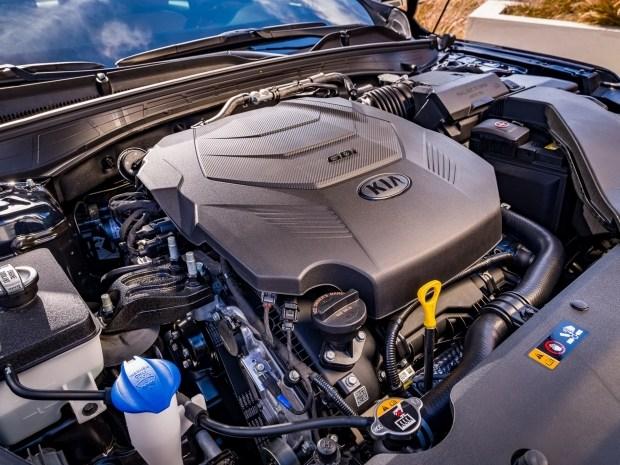 KIA обновила Cadenza: иная внешность и переработанный салон, но прежний мотор
