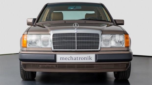30-летний Mercedes W124 без пробега выставили на продажу
