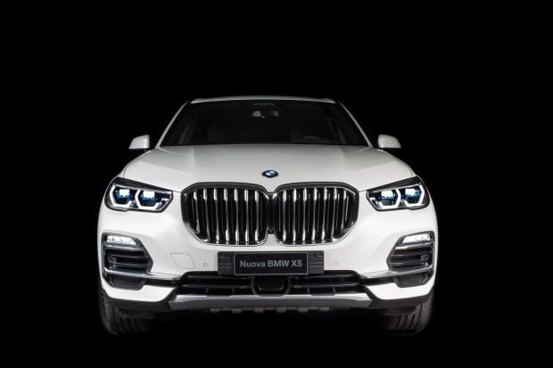 BMW сделала «вечную» спецверсию кроссовера X5