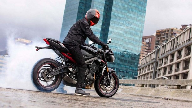 Бюджетный R: Triumph представил новую версию нейкеда Street Triple
