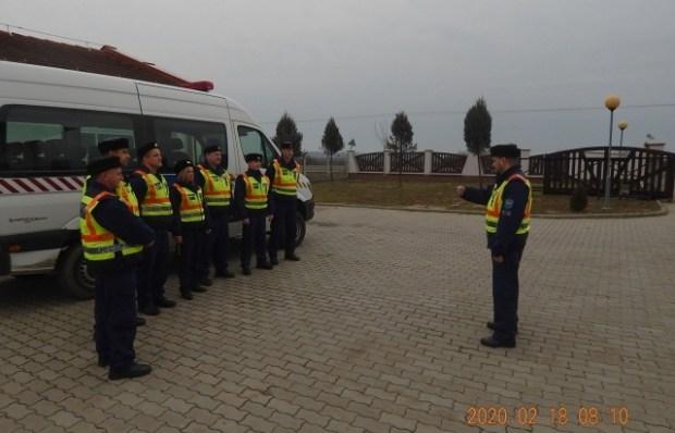 Венгерская полиция проверяет «евробляхи», припаркованные возле границы