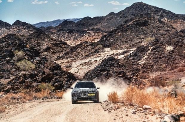 Электрокроссовер BMW испытали экстремальной жарой