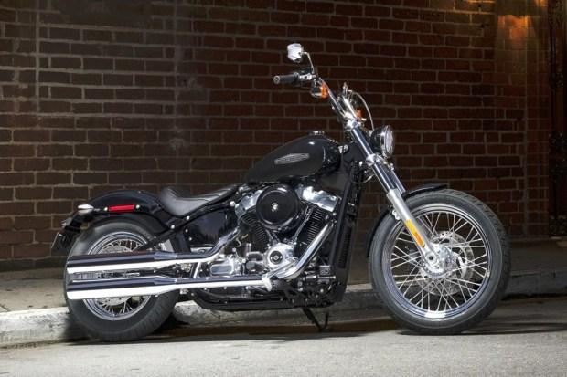 Harley-Davidson выпустила бюджетный мотоцикл Softail Standard 2020