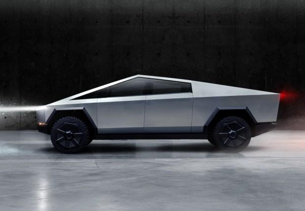 Илон Маск пообещал «слегка улучшить» дизайн пикапа Tesla Cybertruck