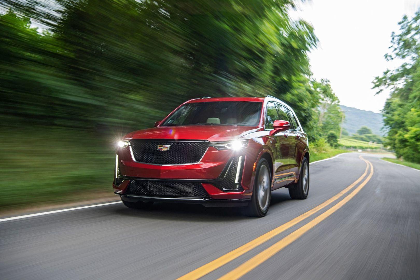 Cadillac объявил старт приема заказов на новый кроссовер XT6
