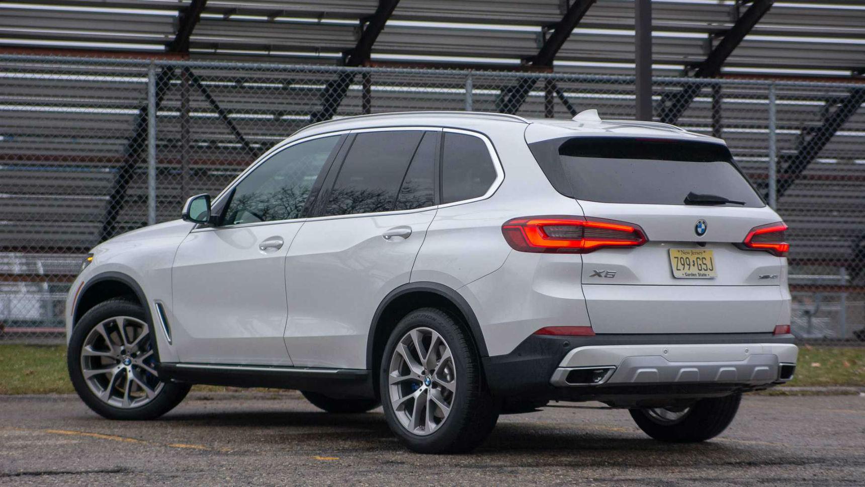 BMW назвал цены на новые версии X5 и X6 в России