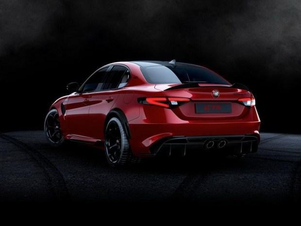В Сети появились официальные фото седана Alfa Romeo Giulia GTA