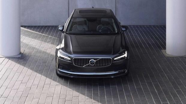 Стали известны цены на обновленные Volvo S90 и V90
