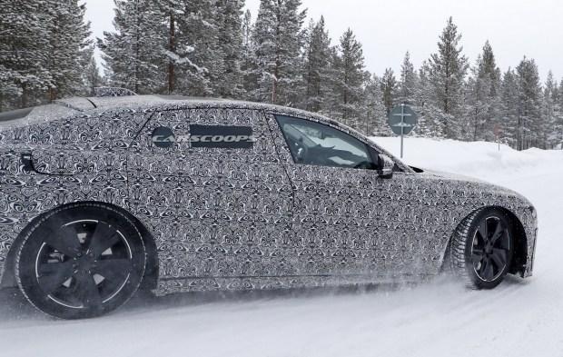 Электрический Jaguar XJ замечен на тестах