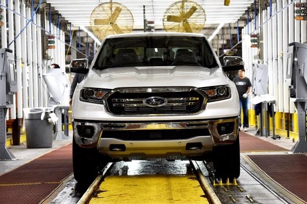 GM и Ford помогут избежать большего распространения коронавируса