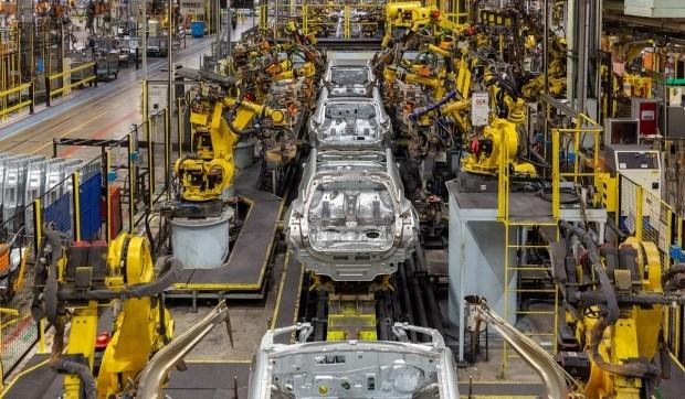 Последствия коронавируса: Nissan остановил завод в Барселоне и уволил три тысячи сотрудников