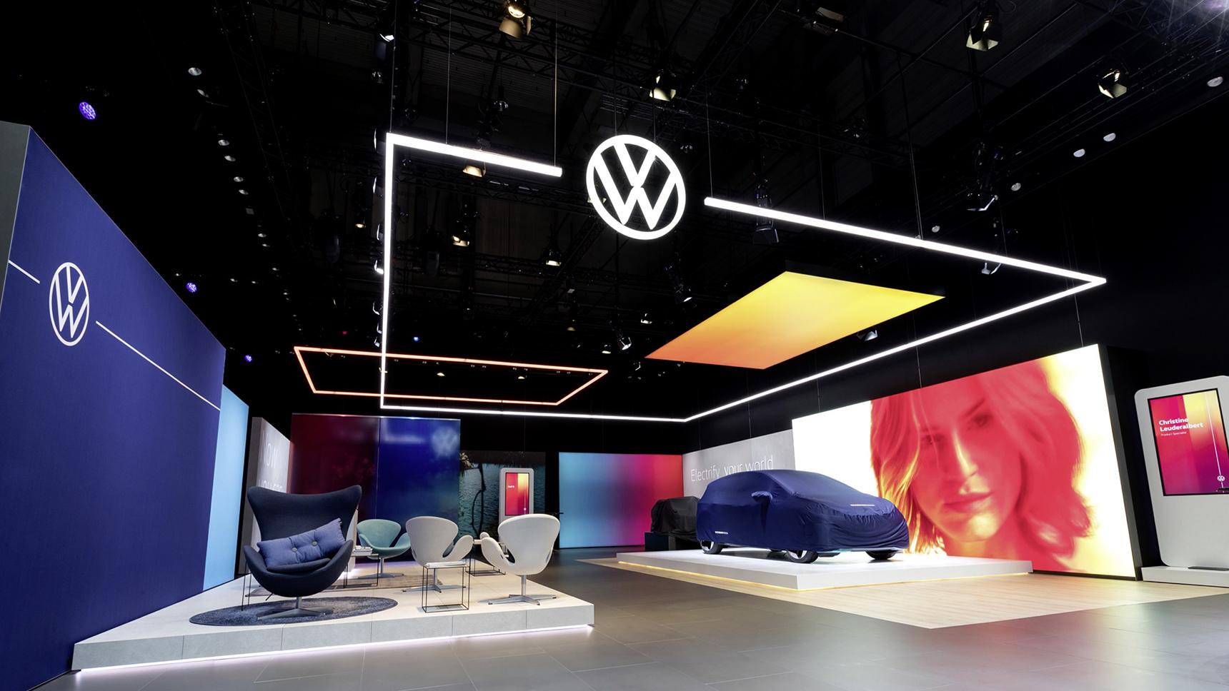 Почему новый логотип BMW безнадежно плох