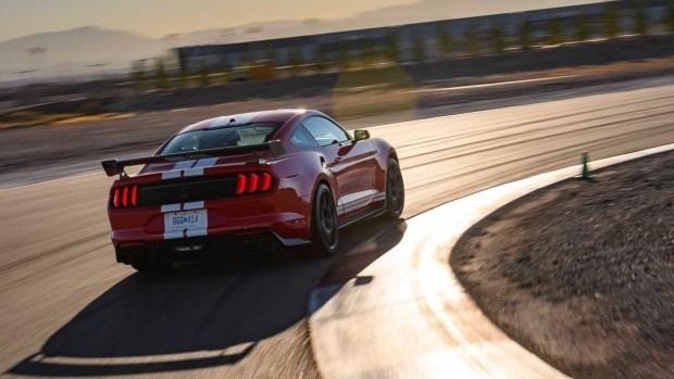 Новый Mustang: полный привод и гибрид