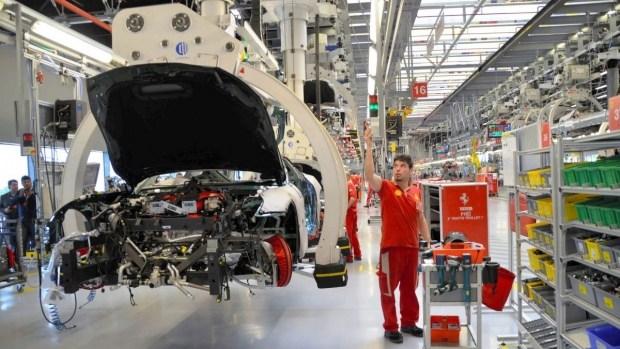 Слежка в «конюшне»: Ferrari нашли способ возобновить производство