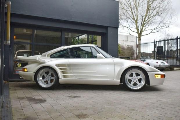 Еще один редкий Porsche 911 за сегодня. Теперь уже 930