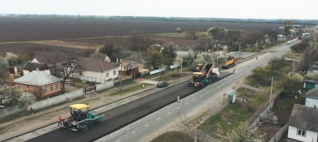 Первый за 12 лет: в Черкасской области начался капитальный ремонт дорог (видео)