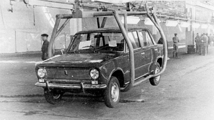 В честь юбилея АвтоВАЗ вспомнил легендарную