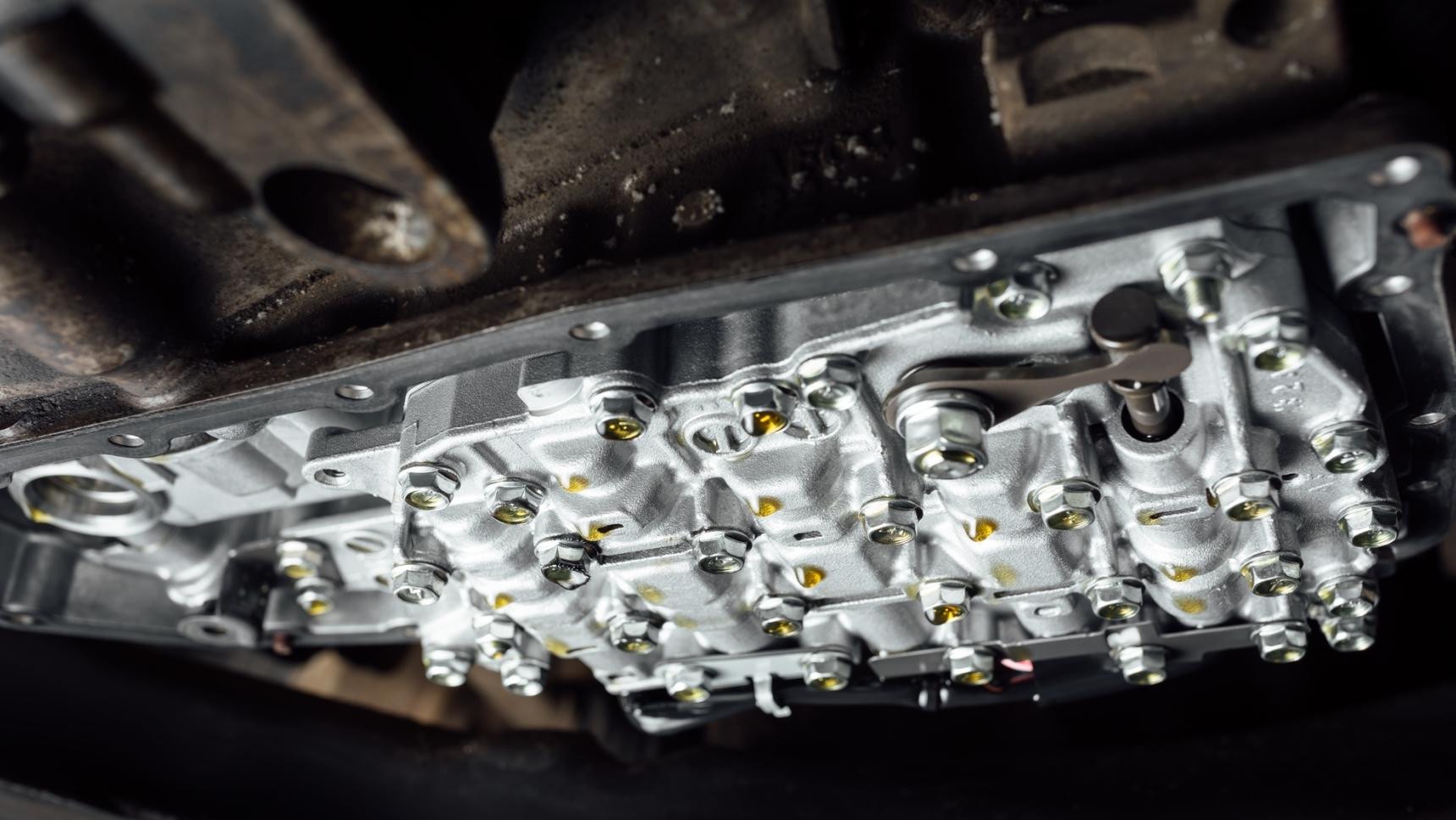 Как часто стоит менять масло в коробке передач