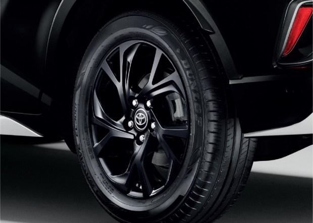 От кутюр: Toyota CH-R с дизайном от Карла Лагерфельда