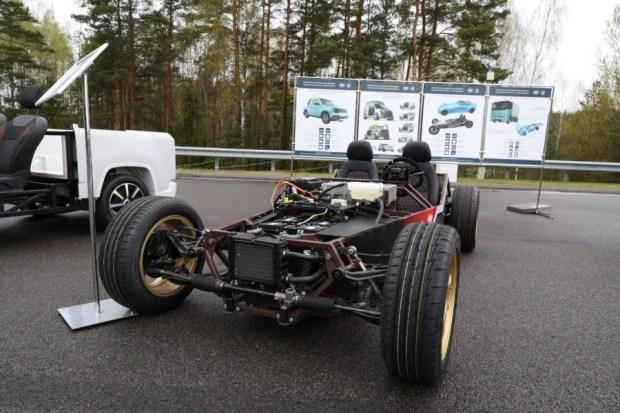 «Батька» против Маска: белорусы создали конкурента Tesla Roadster (видео)