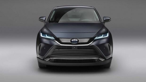 Новая Toyota Venza: теперь полноценный кроссовер