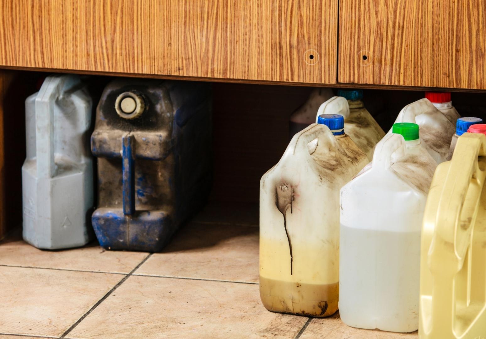 Пластмассы – в массы: почему бензин в РФ не льют в пластик