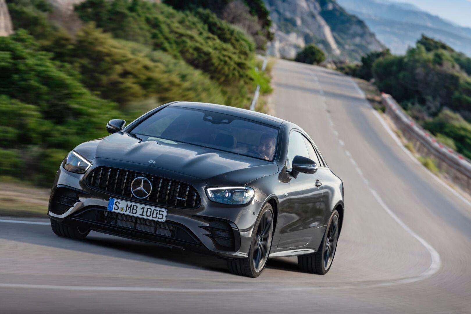 Mercedes-Benz раскрыл обновленные купе и кабриолет E-Class