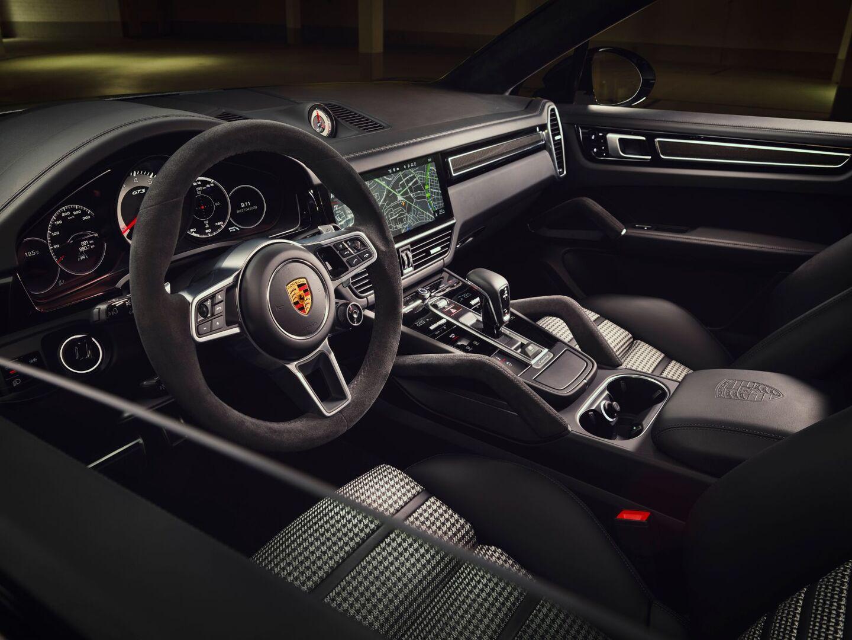 Porsche объявила российские ценники на новые Cayenne GTS