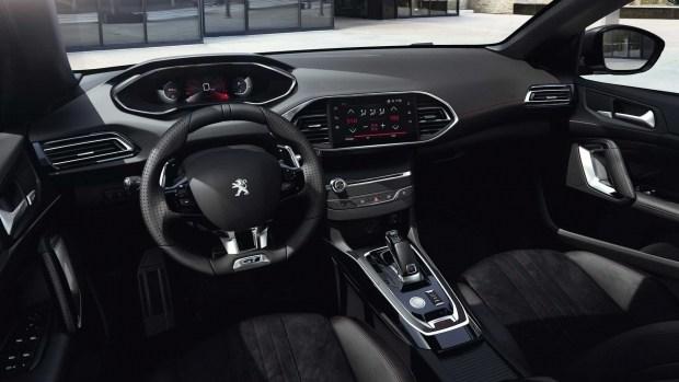 Обновленный Peugeot 308 не попал в семейство «саблезубых»