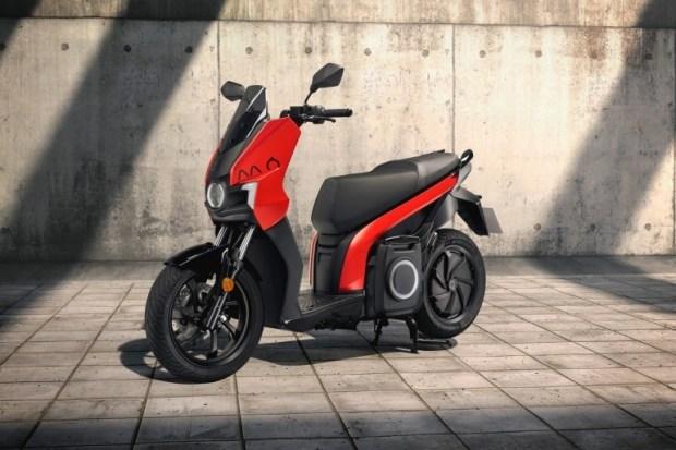SEAT переключился на производство скутеров и электросамокатов
