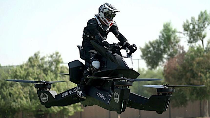 Летающий мотоцикл чуть не убил полицейского (видео)
