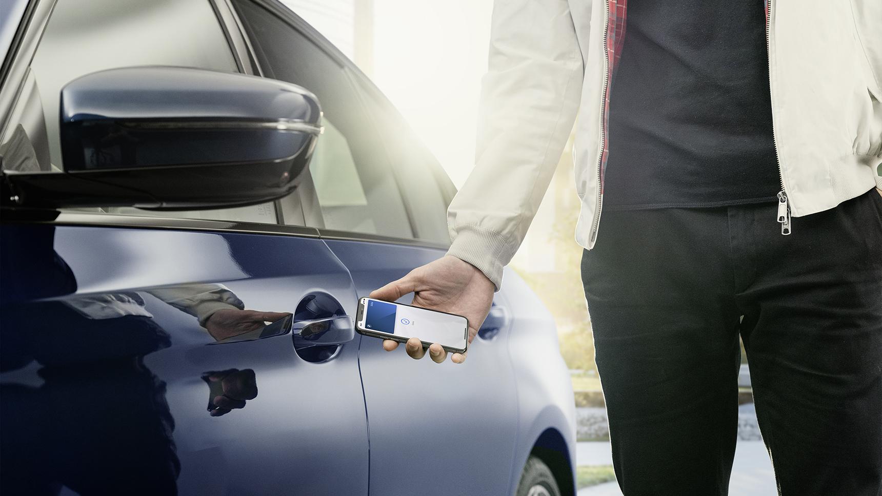 BMW и Apple представили цифровой ключ для автомобилей
