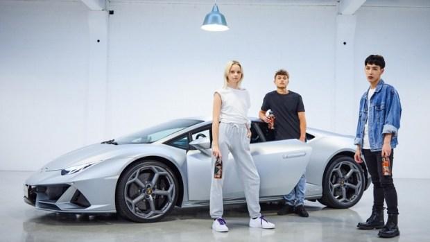 Что-то пошло не так: Lamborghini занялась выпуском бутылок