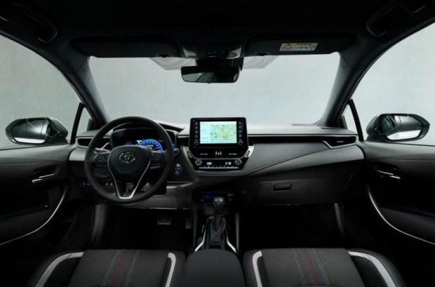 Corolla GR Sport: казаться, а не быть