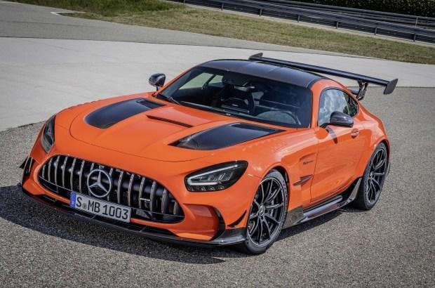 «Черный и дорогой»: спецсерия Mercedes-AMG GT