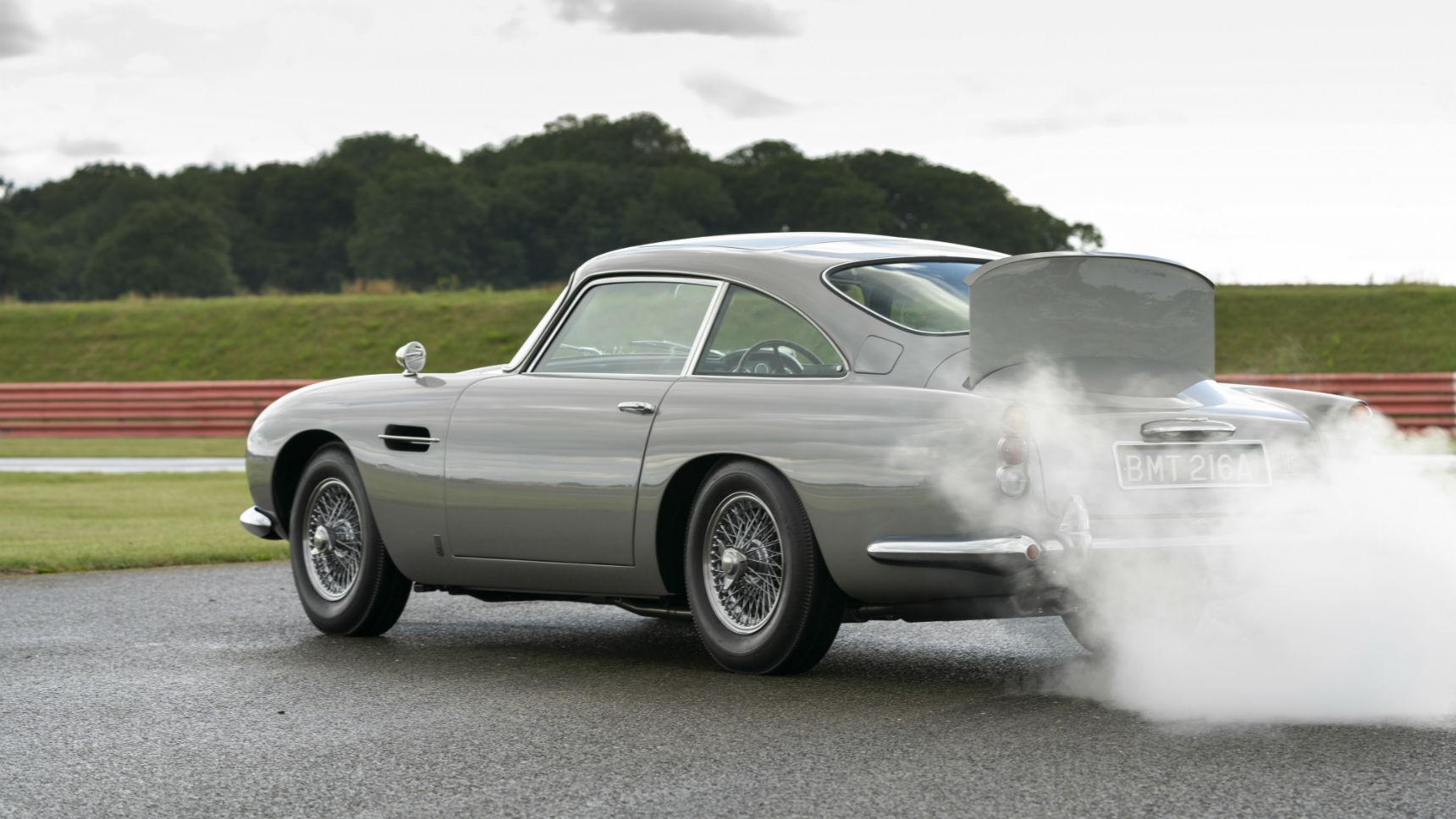 Aston Martin построил спорткар с дымовой завесой, пулеметом и тараном