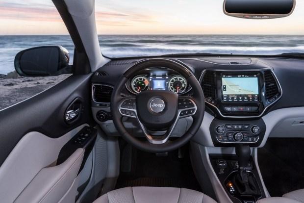 Новые комплектации для Jeep Cherokee: как изменится цена?