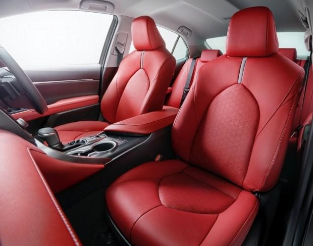 Toyota модернезировала Camry и выкатила ее особую версию