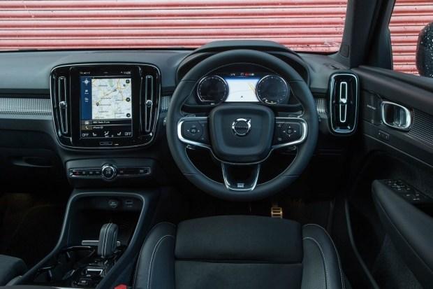 Volvo XC40 лишился дизеля. В чем причина?