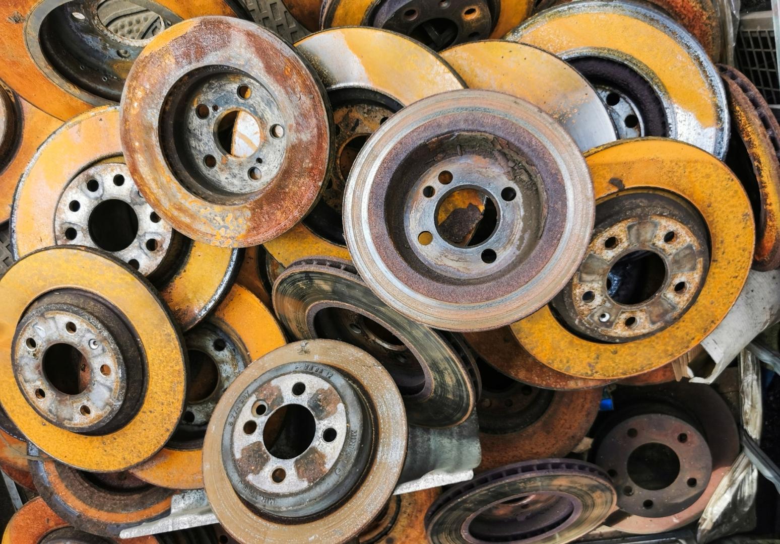 Почему проточка тормозных дисков – деньги на ветер