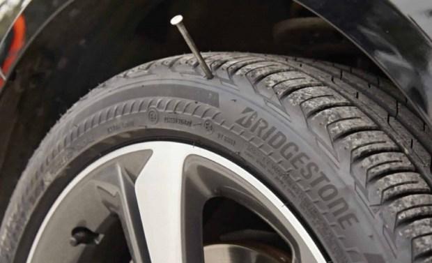 В Японии изобрели дешевые и несдуваемые шины