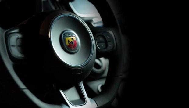 Заводской Fiat 500 на базе Yamaha YZR-M1?