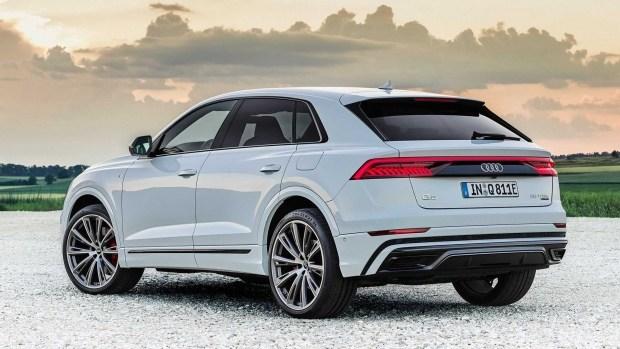 Audi Q8 тоже присоединилась к розетке
